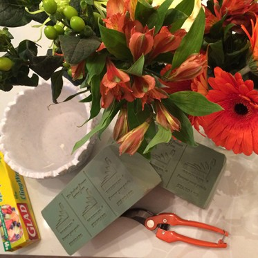 how to make a spring flower arrangement