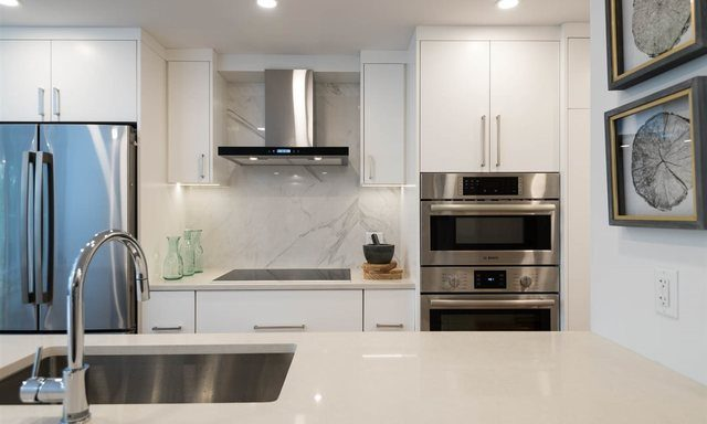 b208-1331-homer-street-vancouver-bc-7703_262300255-2030072-4_lightbox
